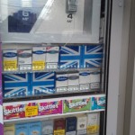 Под британским флагом рекламируются сигареты